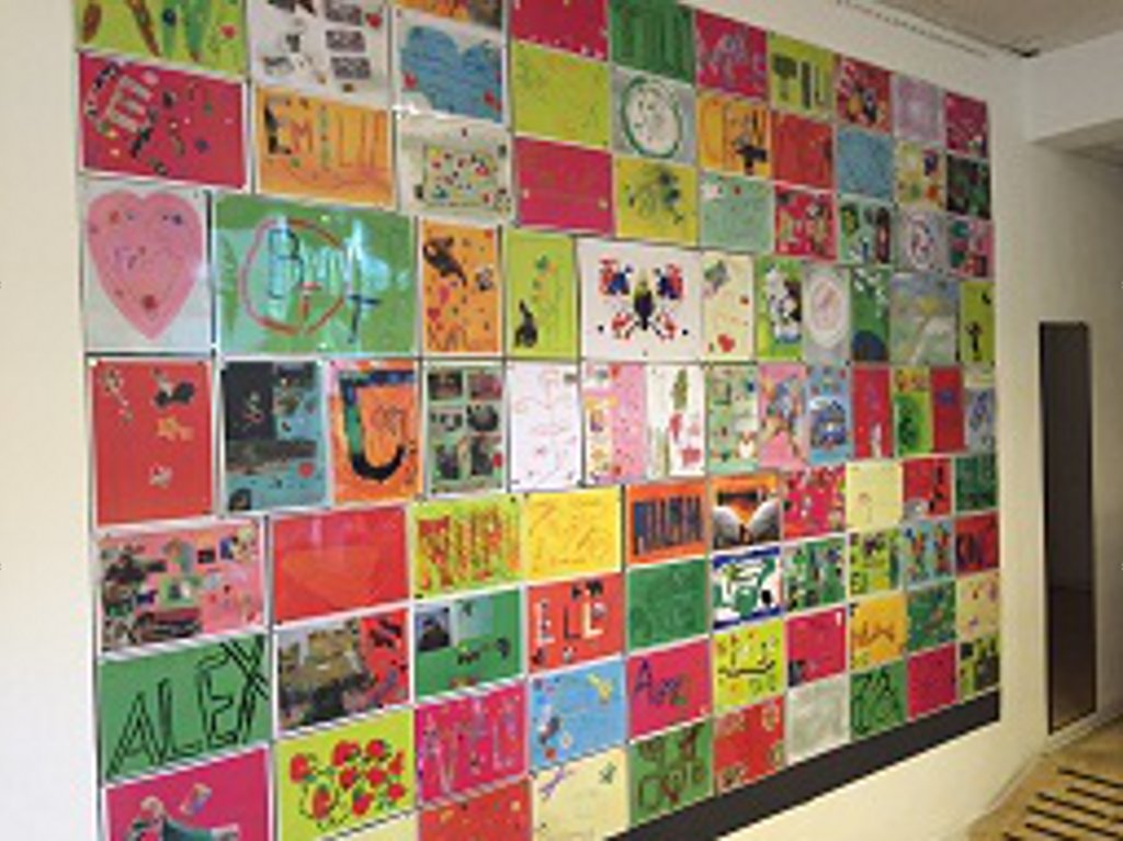 Foto-Wand mit Kinderbildern